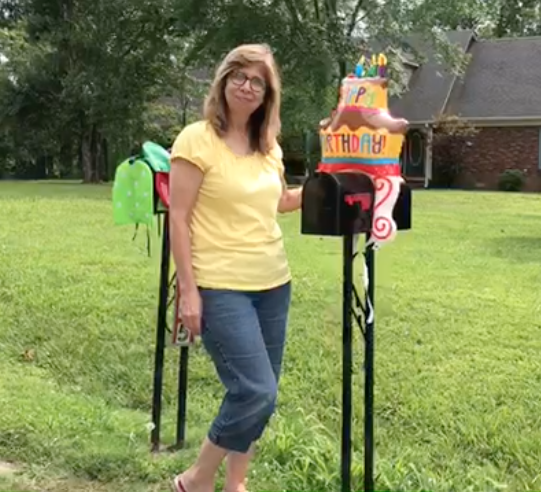 E&R Sales' Peggy Williams Demonstrates Mailbox Balloons. These consumer inflated balloons let people know - The party is here! Check out our many designs!